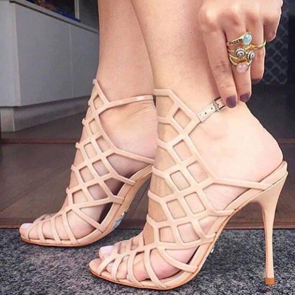 Quem aí já mentalizou usando essa sandália perfeita?!   #divina #reveillon #jaquero #schutzlovers #moda #viaflorencebh<br>http://pic.twitter.com/c34RO5DF4B