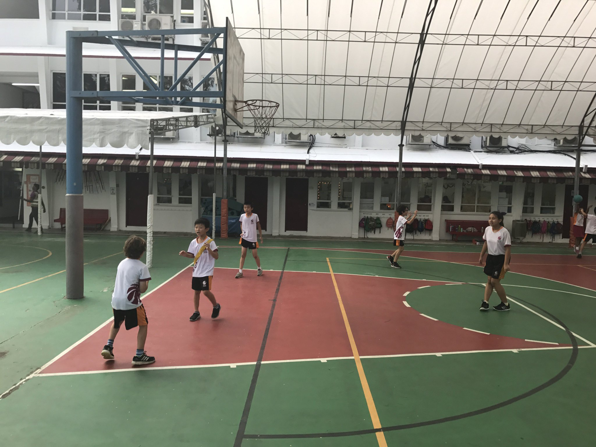 Starting our invasion games unit with a little 3v1 #isspride https://t.co/8bZmKjNUdw