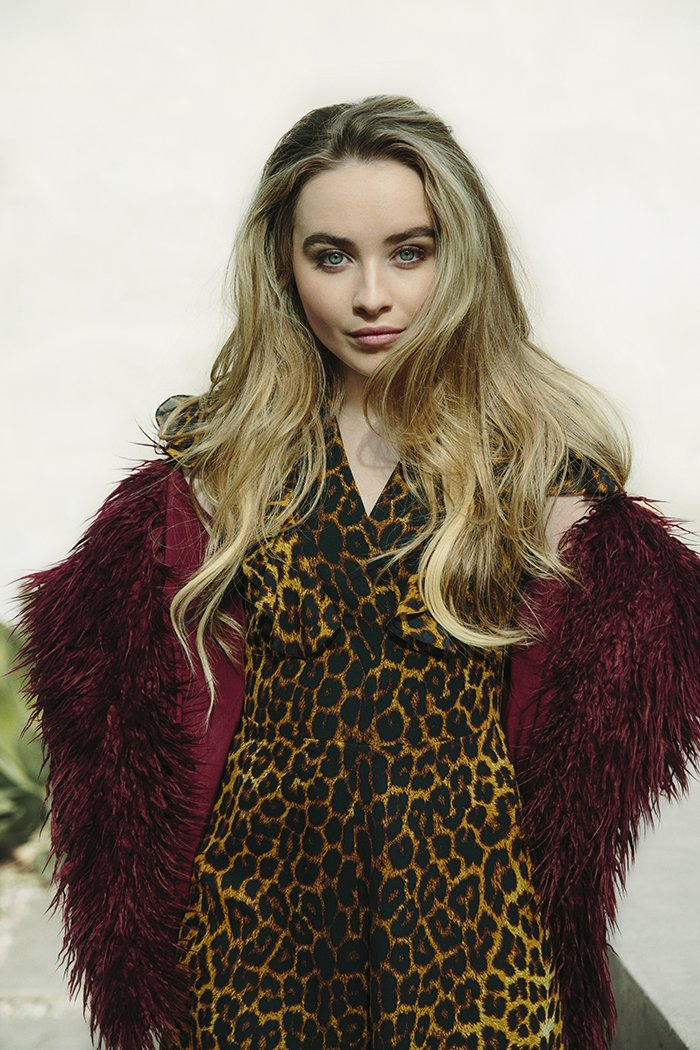Wanna come IN-STUDIO to meet @SabrinaAnnLynn? Enter in the link to win! https://t.co/vii0mbt00u https://t.co/oiVIVK6soF