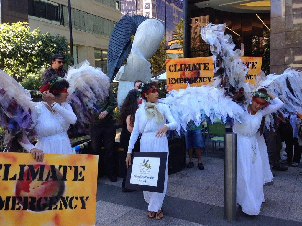 It's a #climateemergency say @ClimateGuardia outside US consulate #Melbourne https://t.co/rQ8uUCeaZX