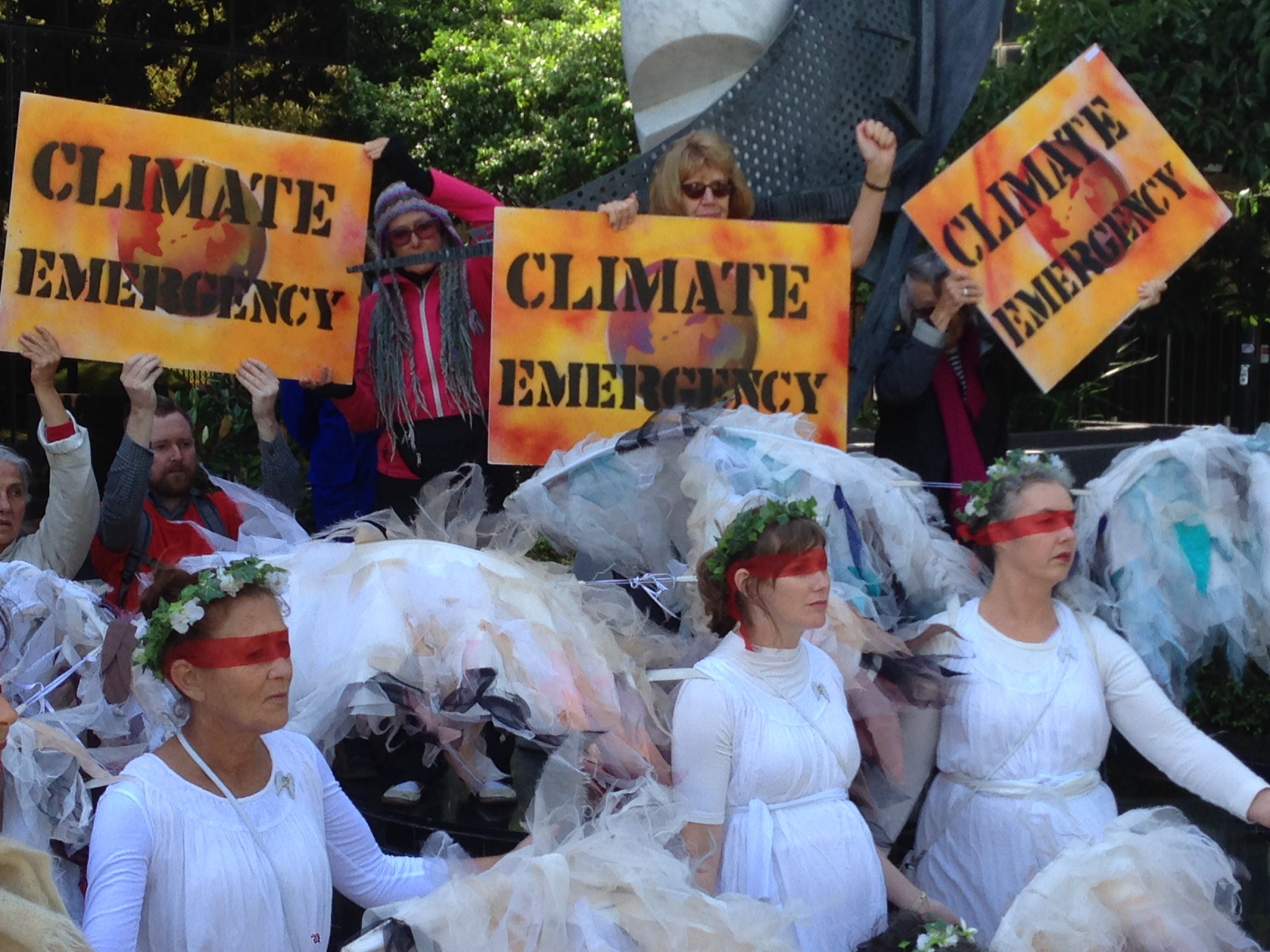 solidarity with United States activists against Trump regime #climate denial policies. @ClimateGuardia outside US consulate #Melbourne https://t.co/P5OR07KDgW
