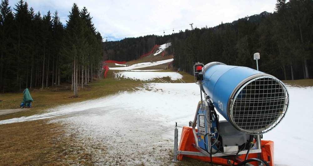 Le #ski ds les #Alpes pourrait devenir impossible d&#39;ici 2100 en raison du #réchauffement du #climat  http:// bit.ly/2kP98pF  &nbsp;   #neige #montagne<br>http://pic.twitter.com/uy4z3xhTw4