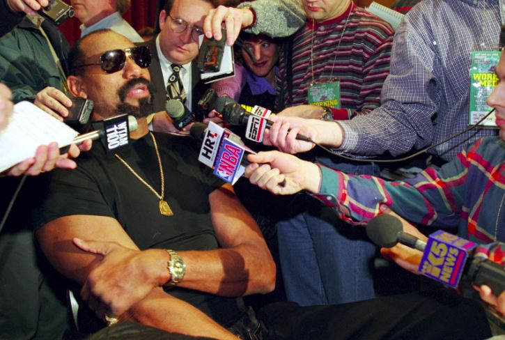 Even 24 years after retiring from the @NBA Wilt Chamberlain commanded a huge media presence at #NBAAllStar (1997, @NBA at 50, Cleveland)