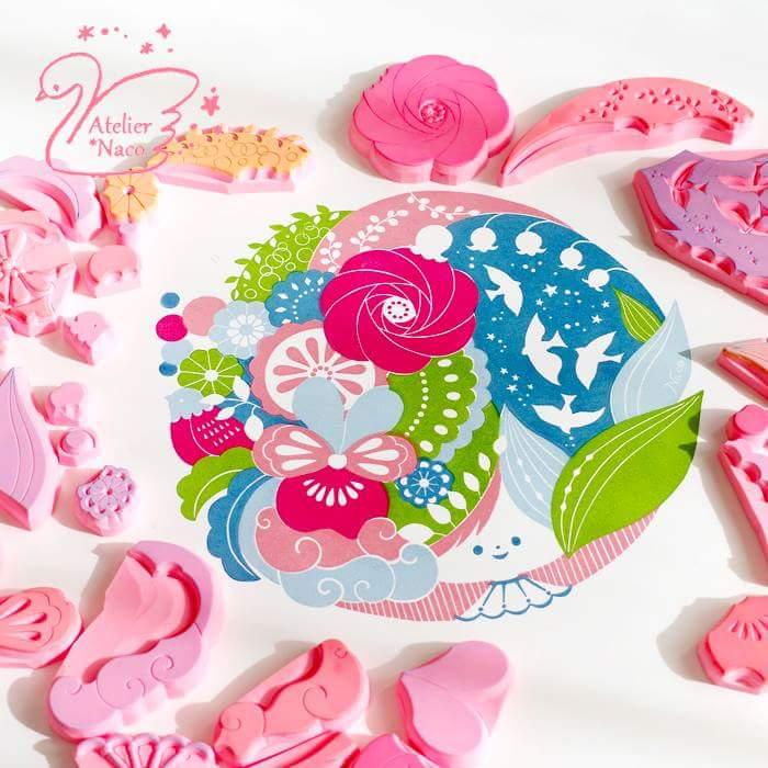 小さな色版を並べて、大きな絵にできるのは、消しゴムはんこのいいところ。花いっぱいに仕上げた版画をクッションに印刷してもらった!フカフカで幸せ!  #消しゴムはんこ #消しゴム版画 #shashingift #写真ギフト https://t.co/VYp9L246wF