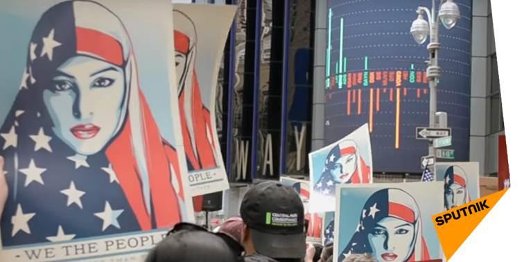 #NewYork: manifestation contre l'#islamophobie sur #TimesSquare  http:// sptnkne.ws/dAgn  &nbsp;   #EtatsUnis <br>http://pic.twitter.com/CJLkJx40Sx