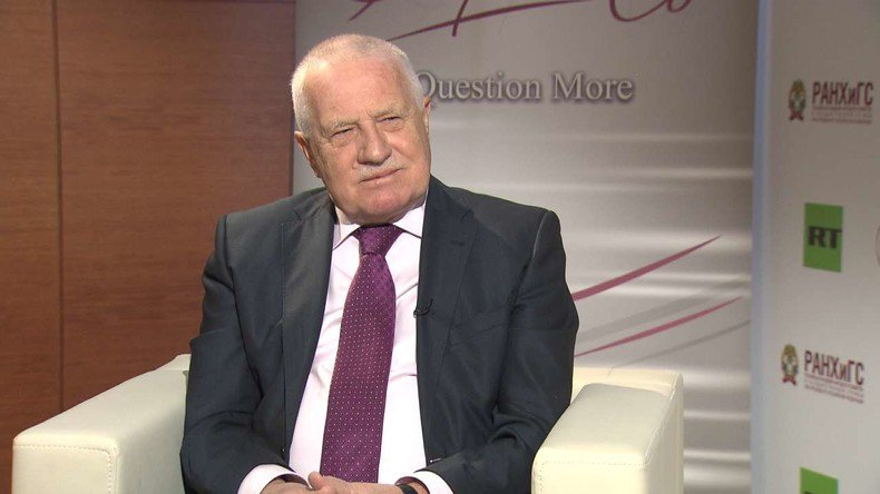 Pour l&#39;ancien président tchèque, «la dissolution de l&#39;#UE pourrait être une chance pour l'#Europe»  https:// francais.rt.com/opinions/34078 -ancien-president-tcheque-dissolution-ue-chance-europe &nbsp; … <br>http://pic.twitter.com/LEs9C7TyMk