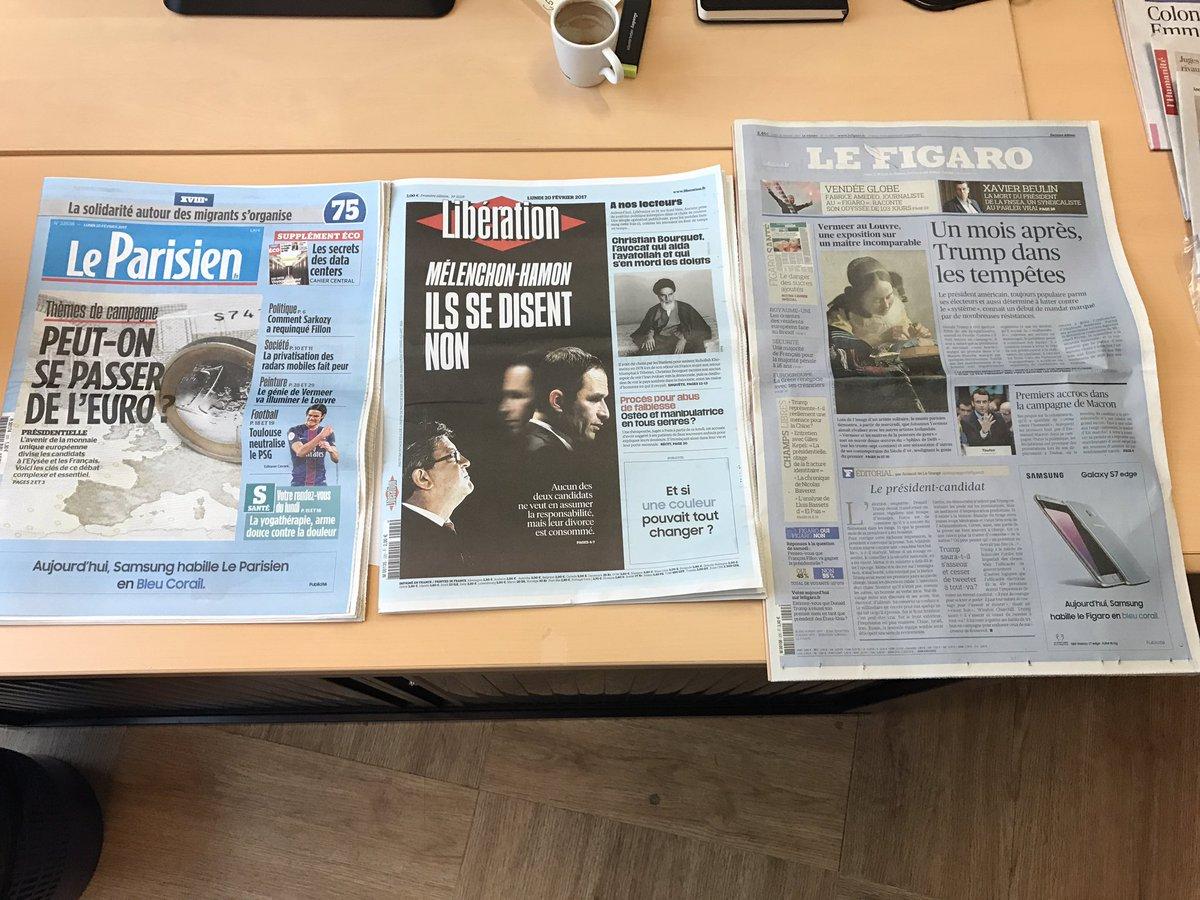 Quand @SamsungFR habille la #presse en #bleucorail opé #pub du lundi un libe tt bleu ! @LeParisien_75 @libe @Le_Figaro #marketing #samsung <br>http://pic.twitter.com/Cii7ELE4j7