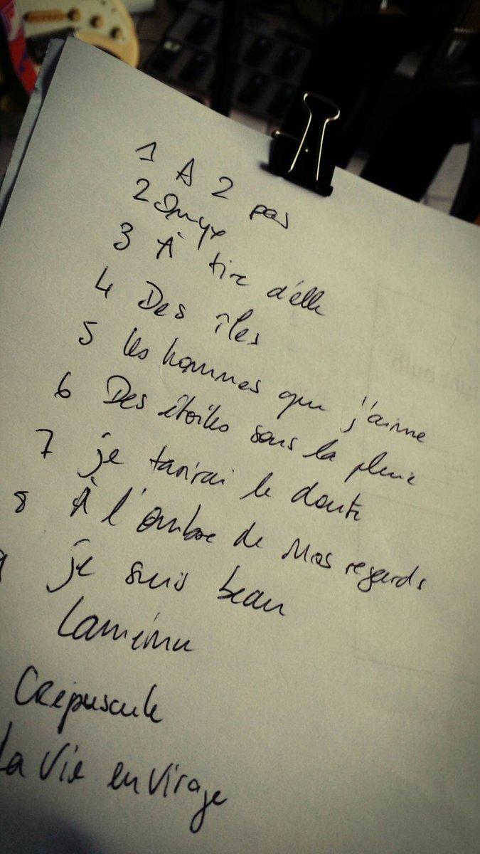 Liste des titres du prochain #album, tentative 1 #cassetête<br>http://pic.twitter.com/lUDzN6112x