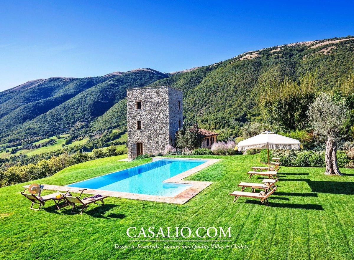 Best Italian vacations happen in Umbria, magnificent views amid large estate  http:// bit.ly/Casalio-Villa- Orazio &nbsp; …  #ferienvilla #villa #rental #italy <br>http://pic.twitter.com/E08KusFXiu