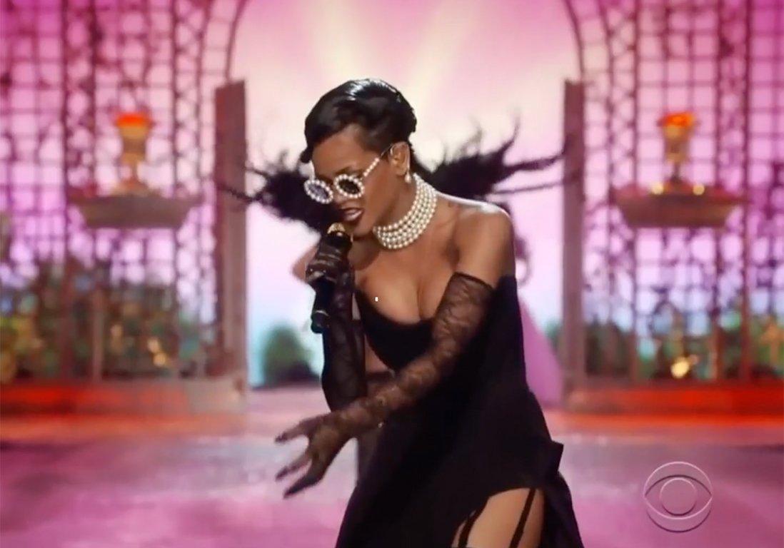 #People Joyeux anniversaire Rihanna : pourquoi on l'adore !  http:// dlvr.it/NQg0KB  &nbsp;  <br>http://pic.twitter.com/NlnLzpIONm