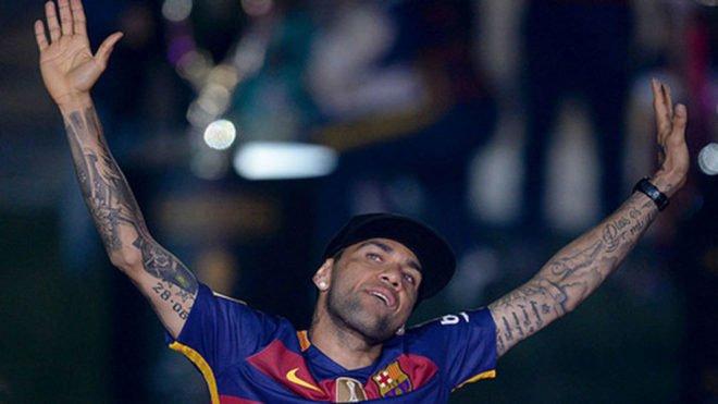 Dani Alves: 'Irme gratis del Barcelona fue una hostia con clase' https...