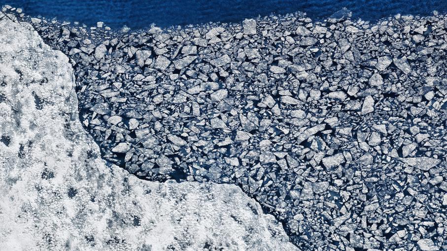 La fonte de la calotte glaciaire du Groenland en images à  http:// bit.ly/2kDqN8J  &nbsp;   #changementclimatique #climat  Photographe: Timo Lieber <br>http://pic.twitter.com/2lGL9tuL59