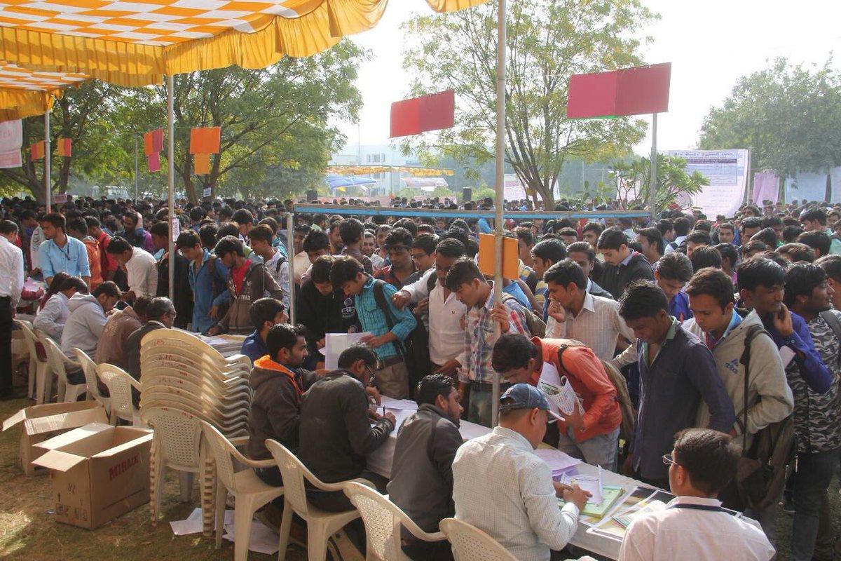 રોજગારી આપવામાં ગુજરાત ભારતના તમામ રાજ્યો કરતા આગળ છે. #GujGivesHighes...