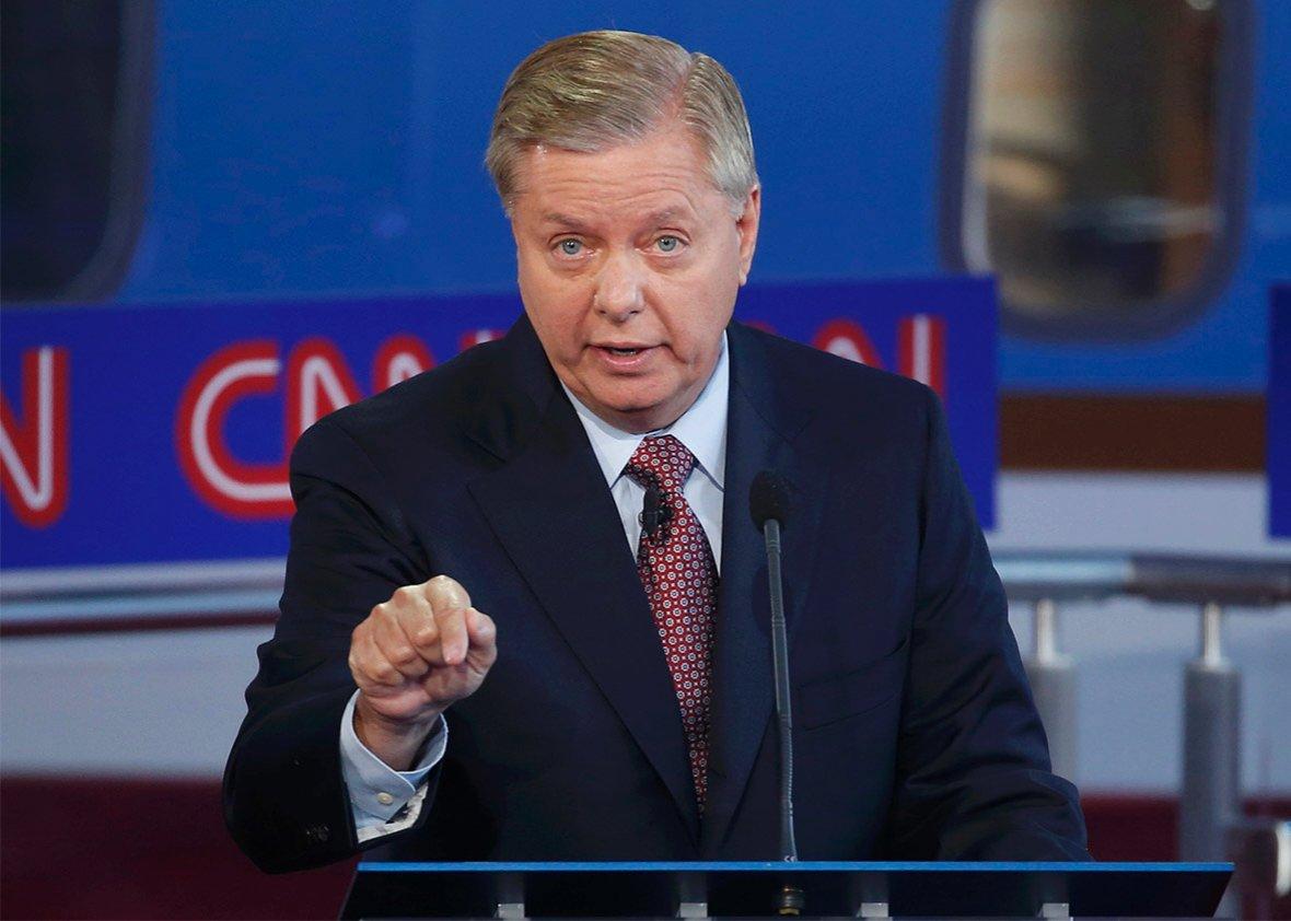 Lindsey Graham de la commission des Forces armées du #Sénat US: un groupe de sénateurs va présenter de nouvelles #sanctions visant l'#Iran<br>http://pic.twitter.com/p60tEf4oOg