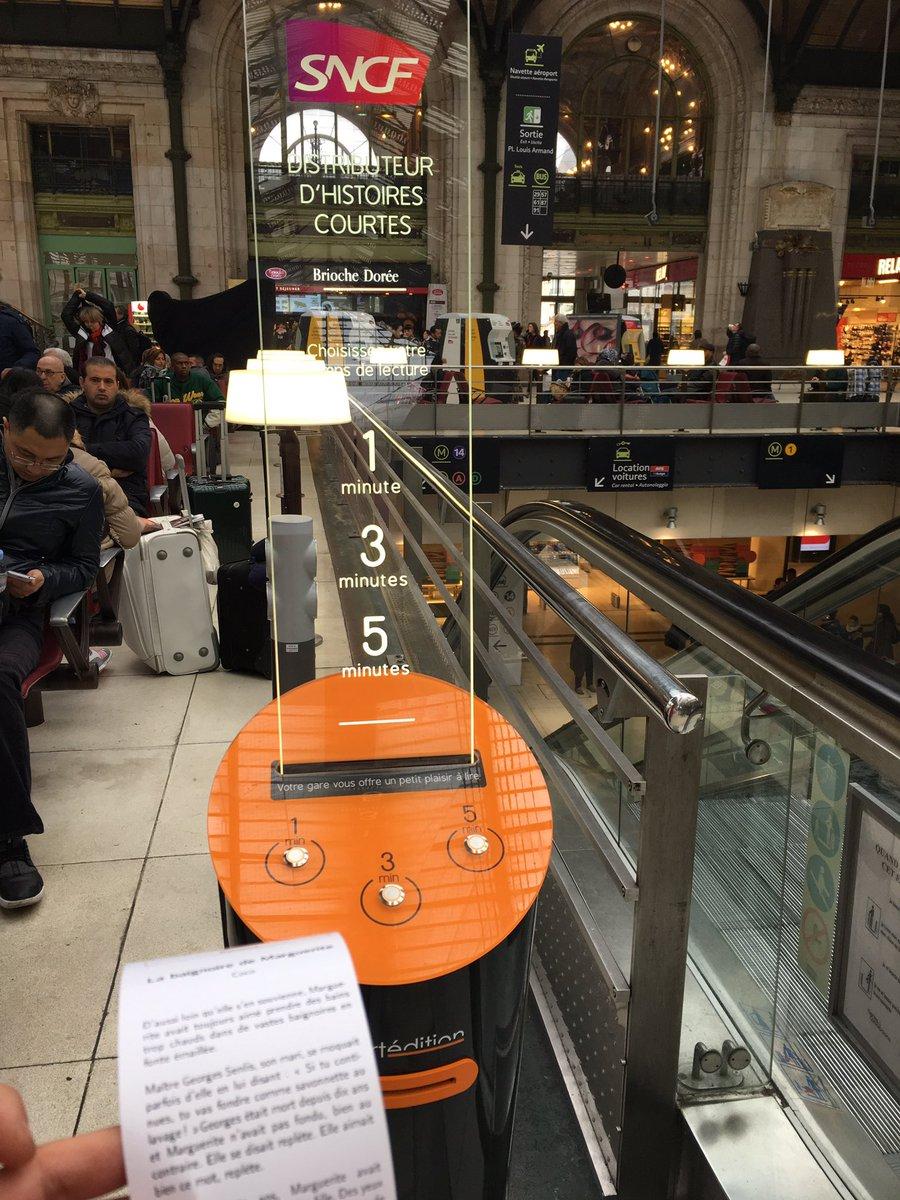 Génial ce dispositif ! Un distributeur d&#39;histoires courtes à #GareDeLyon . Merci @SNCF &amp; @short_edition<br>http://pic.twitter.com/hZfhH42krg