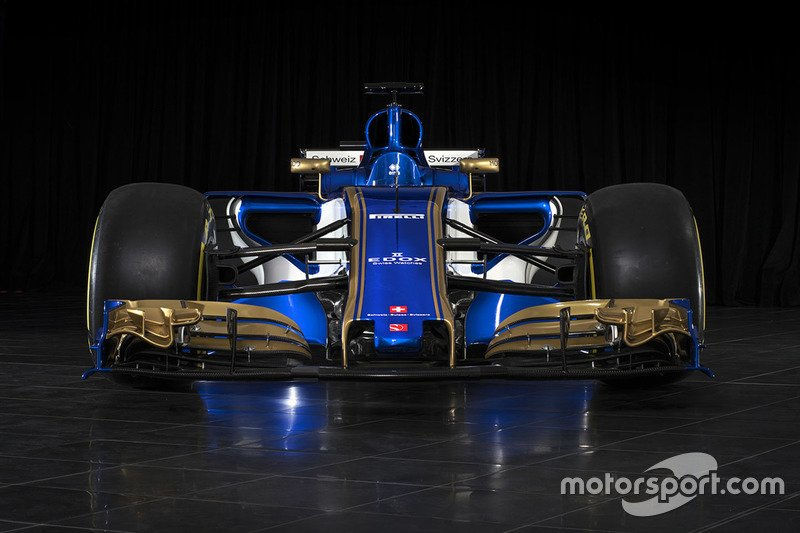 Check out more images of the new Sauber here: https://t.co/zai9ZUYJhU...