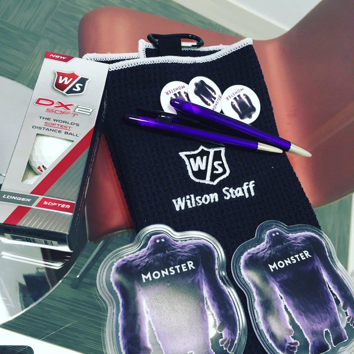 Sympa les goodies de chez @MonsterFrance juste ce qu&#39;il faut pour se chauffer les mains et jouer au #golf !!! Encore merci @AuroreMizon :D<br>http://pic.twitter.com/eOyjXb1u4d