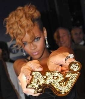 Joyeux Anniversaire @rihanna  #HappyBirthdayRihanna :-) https://t.co/q...
