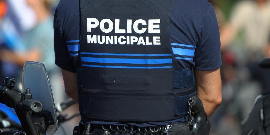 #Var : Tourves pleure l&#39;un de ses policiers  http:// sur.laprovence.com/8P9w-kkgy  &nbsp;   #FaitsDivers <br>http://pic.twitter.com/G6ez0gAnOg