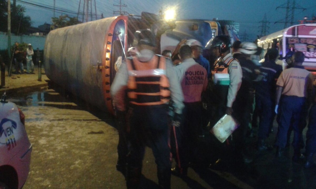 #20Feb Autobús volcado en Distribuidor Fireston dejó saldo de 15 lesio...