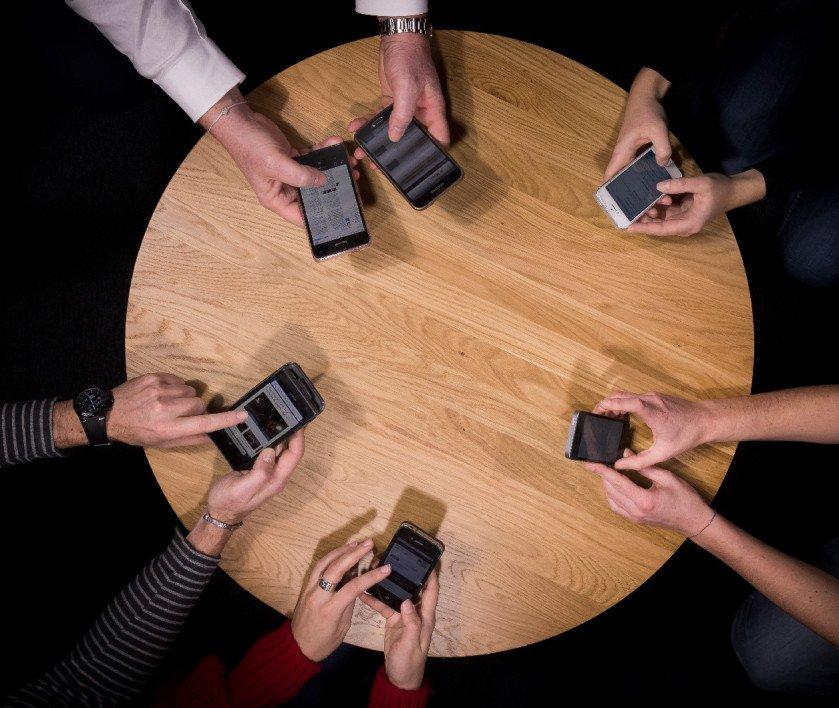 Les #smartphones en passe de révolutionner la façon de diagnostiquer et traiter les #maladies chroniques.   http:// bit.ly/2kEJQ2c  &nbsp;   #eSanté <br>http://pic.twitter.com/e9esNqHXOZ