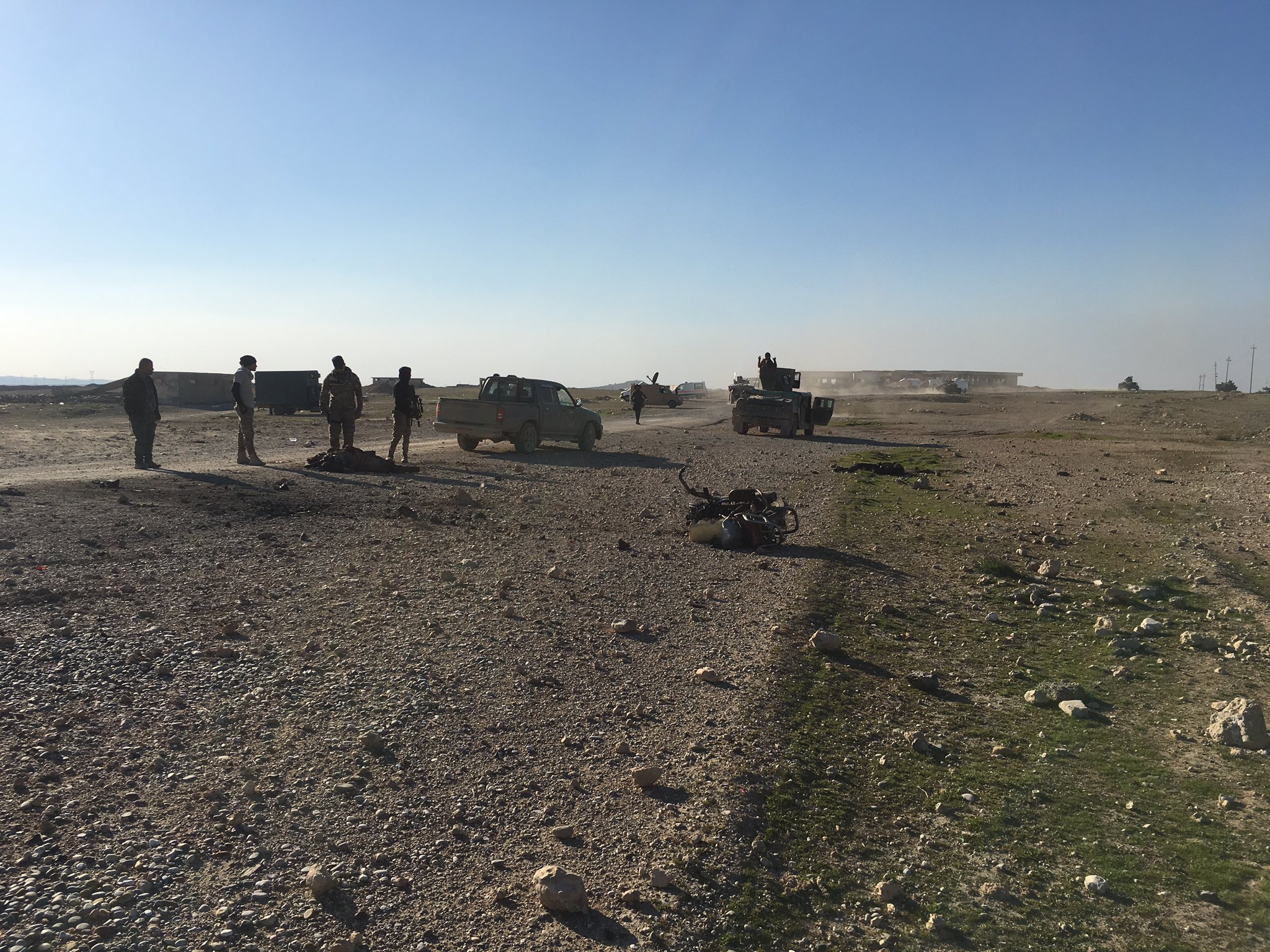 Graphic. Motorbike in the foreground, dead IS fighter to the left, and at the rear. Looks like an airstrike. Possibly cannon fire. https://t.co/TNM7jj30MP