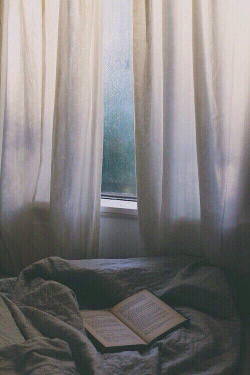 'คุณคล้ายหนังสือเล่มเก่า ที่เป็นเล่มโปรด แม้จะรู้ตอนจบของมัน แต่บางครั้งยังคง อยากกลับไปอ่าน'