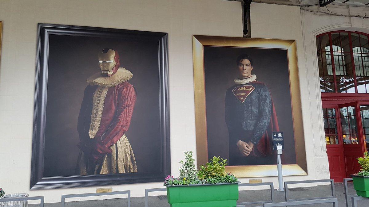 Quand tu vas à Gare d&#39;Austerlitz, tu rencontres des super-héros chicos... #IronMan #Superman #GareAusterlitz<br>http://pic.twitter.com/p5PDnuOEES