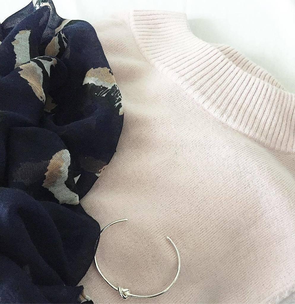 Lofdpull #asos rose poudré, snood Marine et Rose #mylittleparis bracelet noeud argenté St…  http:// ift.tt/2kQzibs  &nbsp;  <br>http://pic.twitter.com/0YGluefSNn