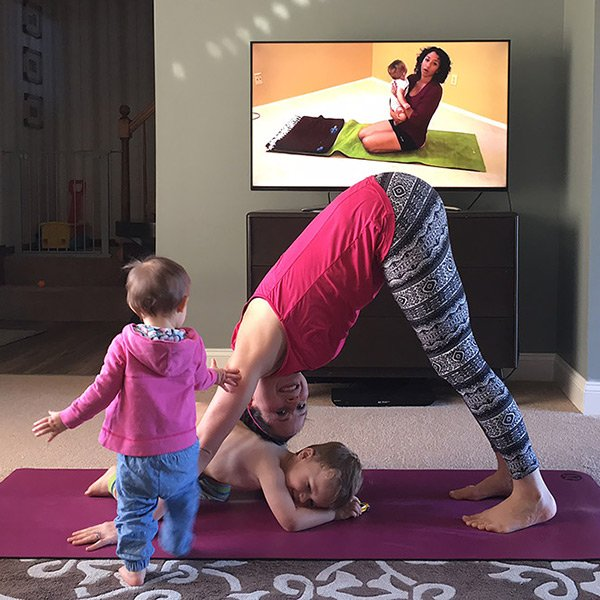 #OnTheBlog - Keeping Your Family Active and Healthy This Winter with a Smart TV  http:// mommygonehealthy.com/keeping-your-f amily-active-and-healthy-this-winter-with-a-smart-tv/ &nbsp; …  #SamsungAtWalmart #IC #ad #fitmom<br>http://pic.twitter.com/vVFXrK26pk