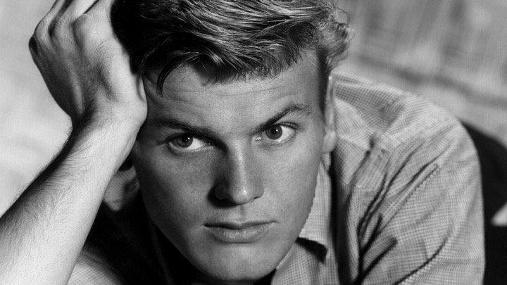 Doc de la semaine : Tab Hunter Confidential. Un très beau portrait de l&#39;acteur culte des années 50 !  http://www. rdm-video.fr/film-dvd/V7882 6/tab-hunter-confidential.html?fromrech=1 &nbsp; …  #DVD #Hollywood <br>http://pic.twitter.com/XCyp5FDVVh