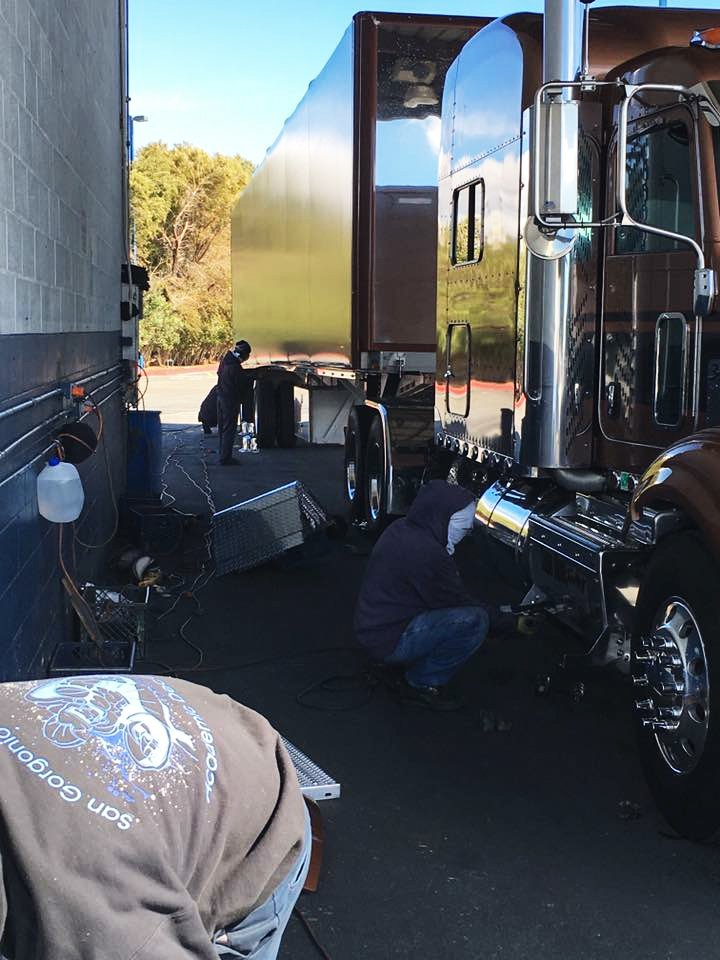 Owner Operator Mike Grim getting polished in Barstow, CA #owneroperatorsrock