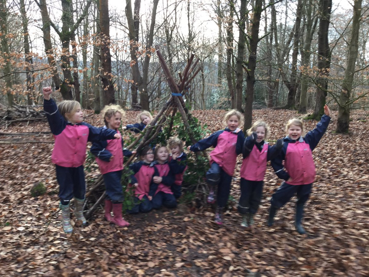 Great shelter building by year 1 @PipersPrePrep #ForestSchool #GetOutdoors #outdoorlearning<br>http://pic.twitter.com/AymzVhDYsV