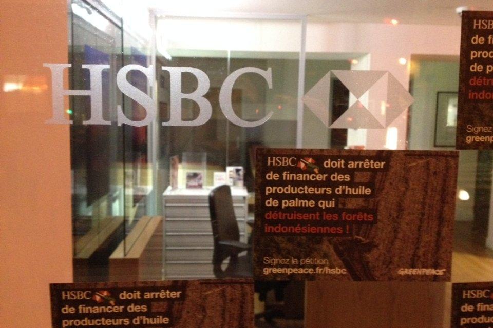 #BREAKING — Grâce à votre mobilisation, la banque #HSBC publie une politique #ZéroDéforestation ! On vous en dit plus bientôt.  #forêts<br>http://pic.twitter.com/sr9bFIKqae