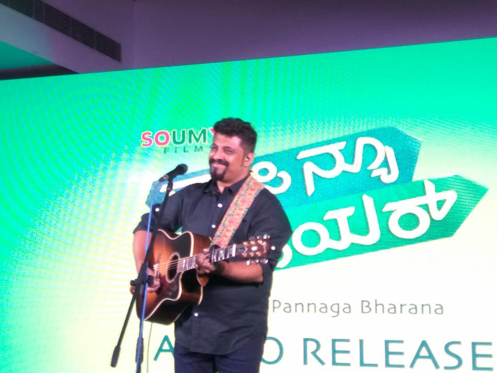 It&#39;s never boring to listen to &#39;preethiya hesare neenu&#39; That too live ,it&#39;s a musical treat  Hats off @Raghu_Dixit  #happynewyear #rdx<br>http://pic.twitter.com/5u4JxqL9j5
