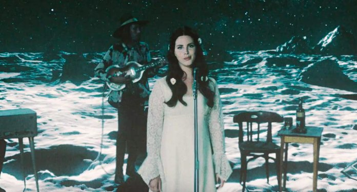 """RT @pitchfork: .@LanaDelRey's gorgeous """"Love"""" video is a story of romance in space https://t.co/i19CgZ4UY3 https://t.co/RcNf2iPsGM"""