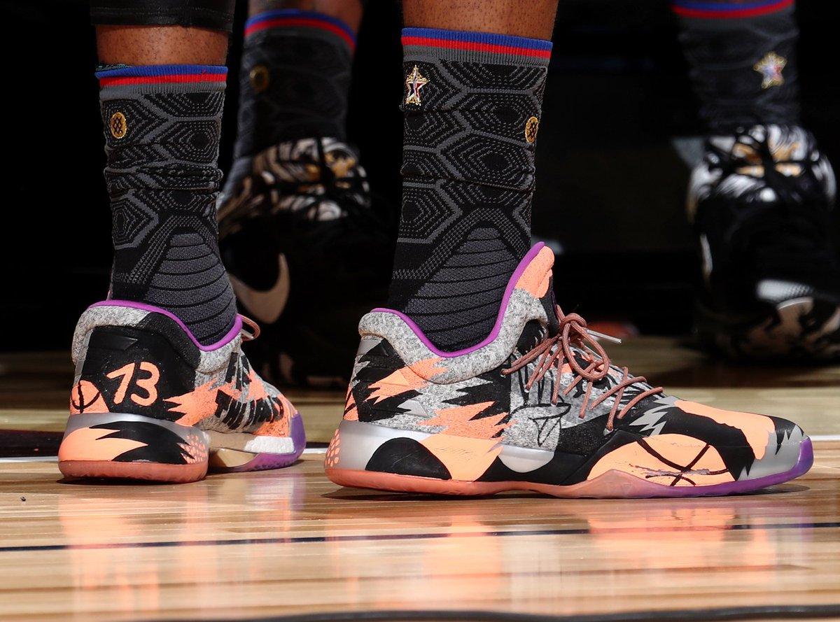 James Harden avait personnalisé ses shoes du ASG. Plutôt fun #Sneakers <br>http://pic.twitter.com/aCWrJmjK3Z