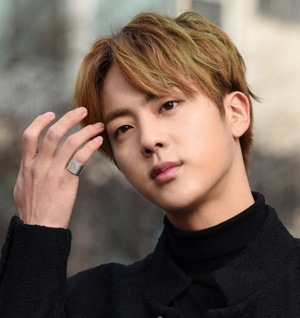 WHO DARES TO SLEEP ON OUR PRINCE!!!!? #DontSleepOnSeokJin #TeamBTS #bts #btswingsyouneverwalkalone #kimseokjin #BTS_twt<br>http://pic.twitter.com/imGe22aQ74