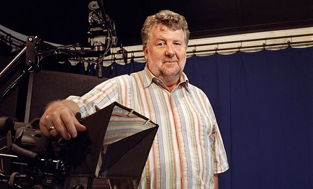 Very sorry to report that Radio 4 presenter Steve Hewlett has died - o...