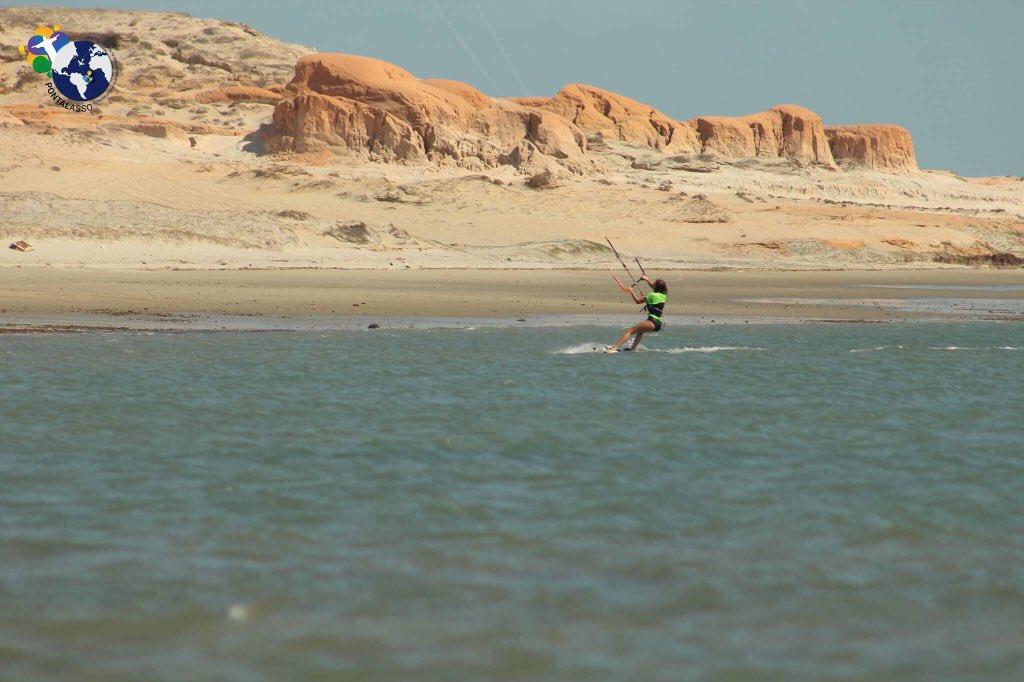 Pour bien commencer la semaine rien ne vaut une bonne séance de Kite Surf !  Plus d&#39;informations sur :  http://www. pontalasso.fr  &nbsp;   #kite #bresil <br>http://pic.twitter.com/RIukR577KN