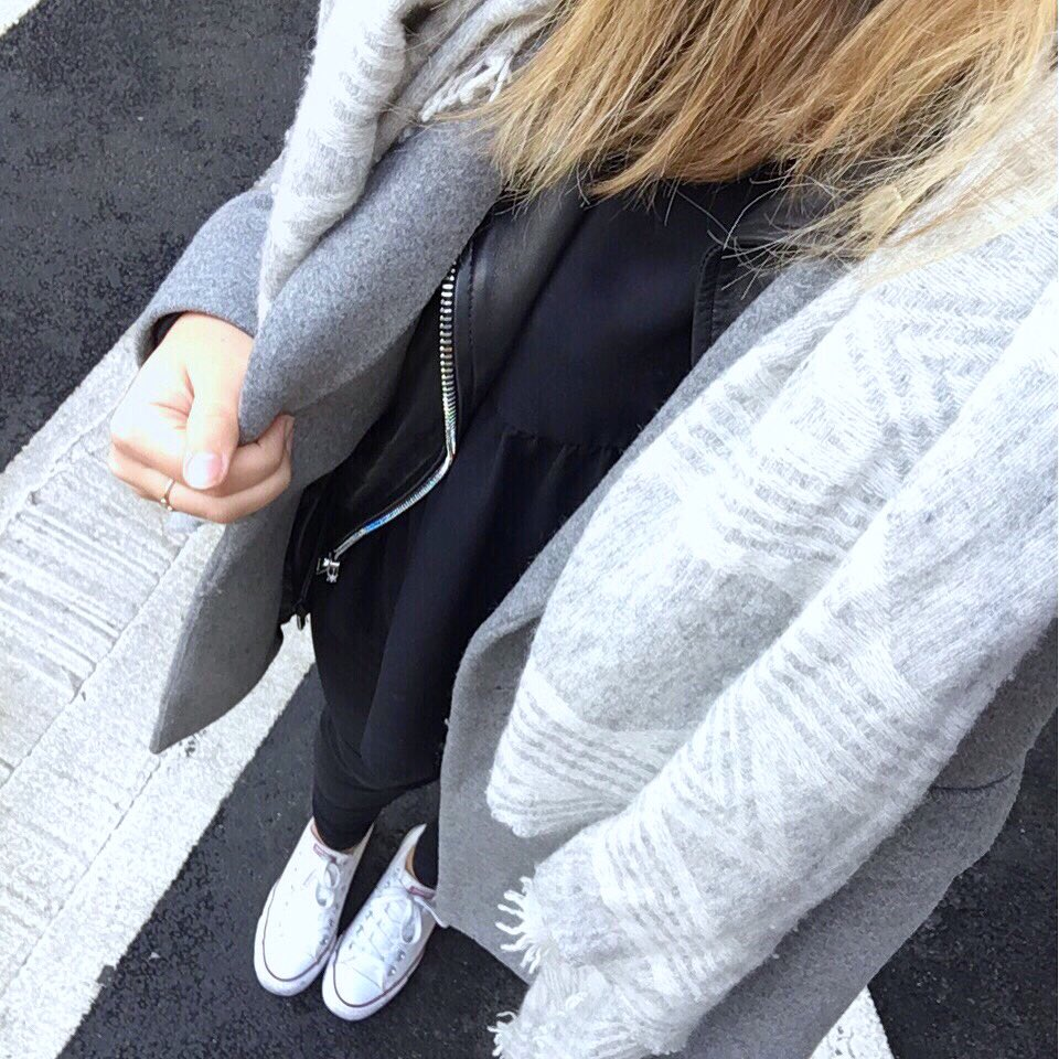 Grey x Blacky #ootd #outfit #fwis | Manteau &amp; Perfecto #zara • Poncho #maje • Blouse #prettywire • Jeans #stradivarius • Basket #converse |<br>http://pic.twitter.com/590iPhWG5L