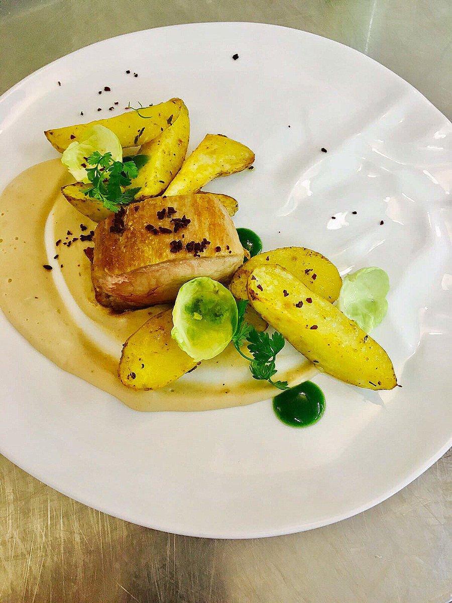 Un peu de réconfort pour commencer la semaine... Mignon de #cochon et crème de châtaignes #Gourmand #Foodie #Bonnesemaine<br>http://pic.twitter.com/SlETIUnLBo