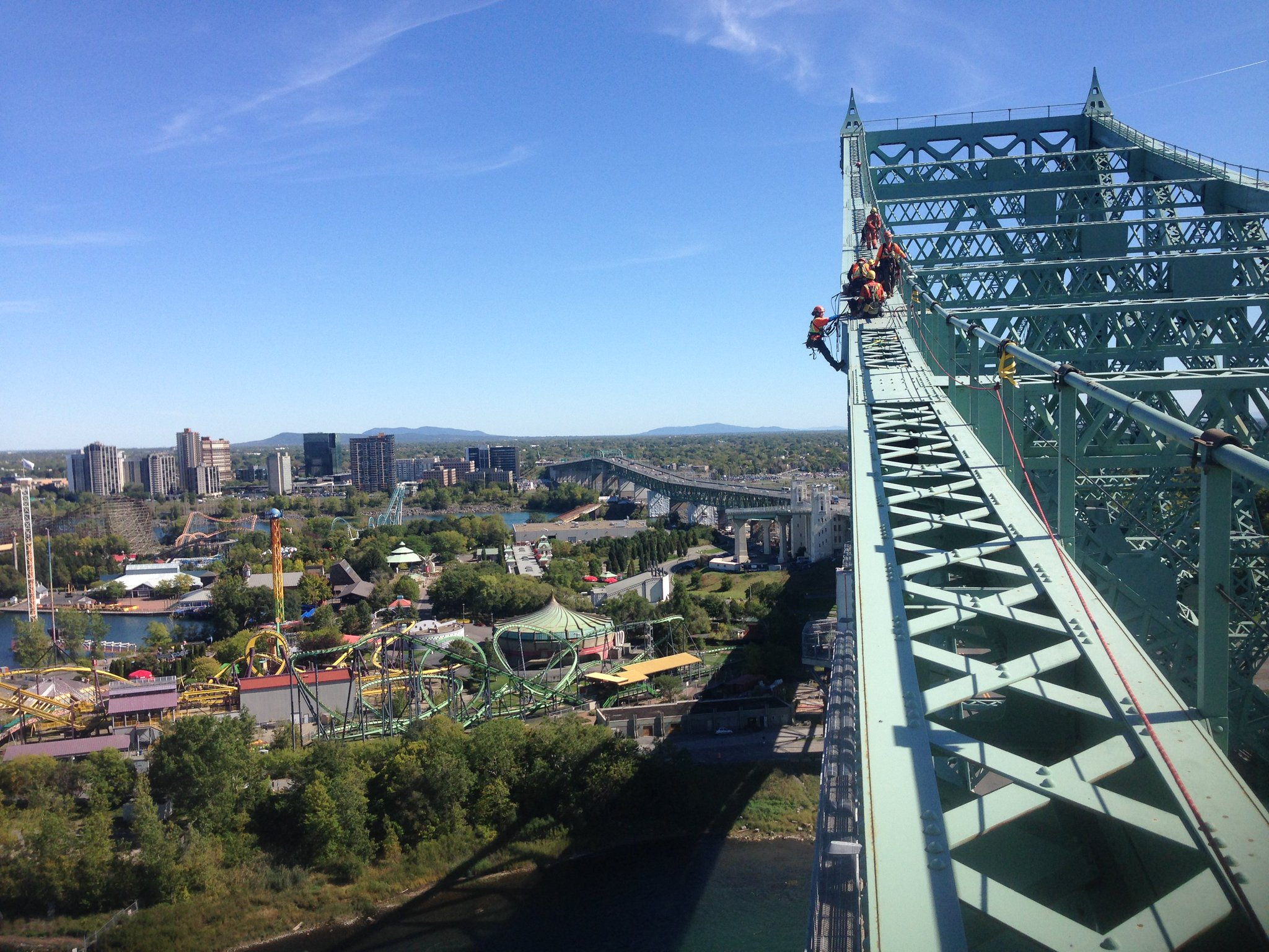 I spy @TetraTech engineers completing a structural inspection of the @pontJCBridge! #EWBUSA https://t.co/XtknGt7LMH #EWeek2017 https://t.co/D0hD0y7GCr