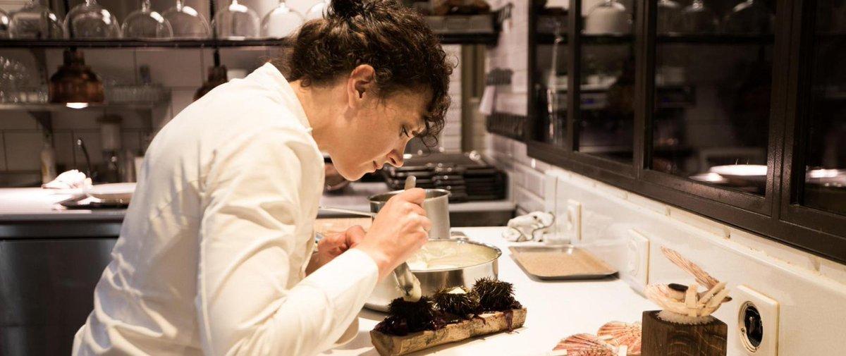 Qui est #FannyRey, la seule femme récompensée parmi les 70 nouveaux étoilés au @guideMichelinFR ? #cuisine &gt;&gt;  http:// bit.ly/2lnsiF0  &nbsp;  <br>http://pic.twitter.com/JmhJwCZhiI