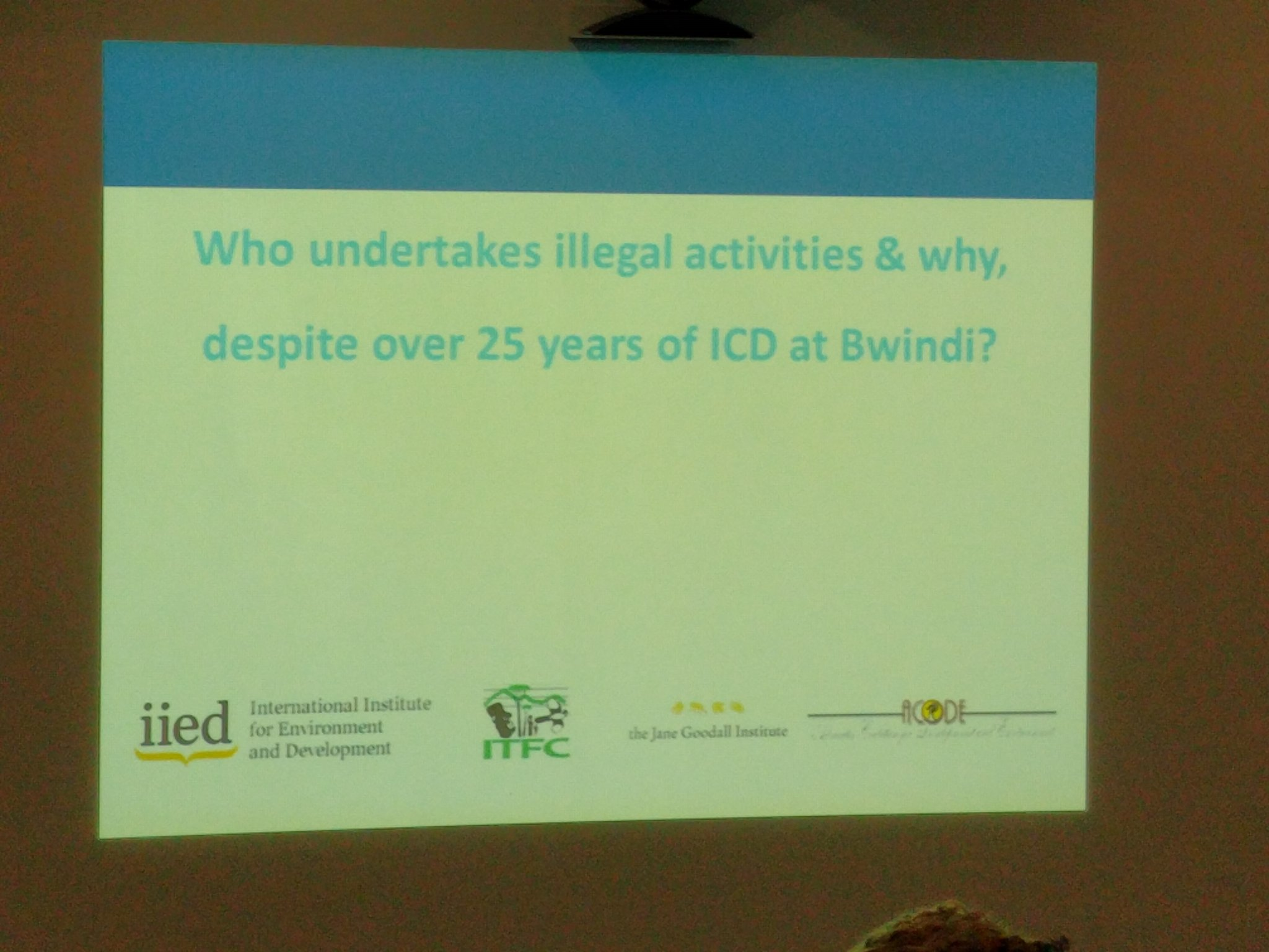 Learning about the indirect questioning technique used in the integrated conservation & development project at #Bwindi now. https://t.co/8cp1qvzChr