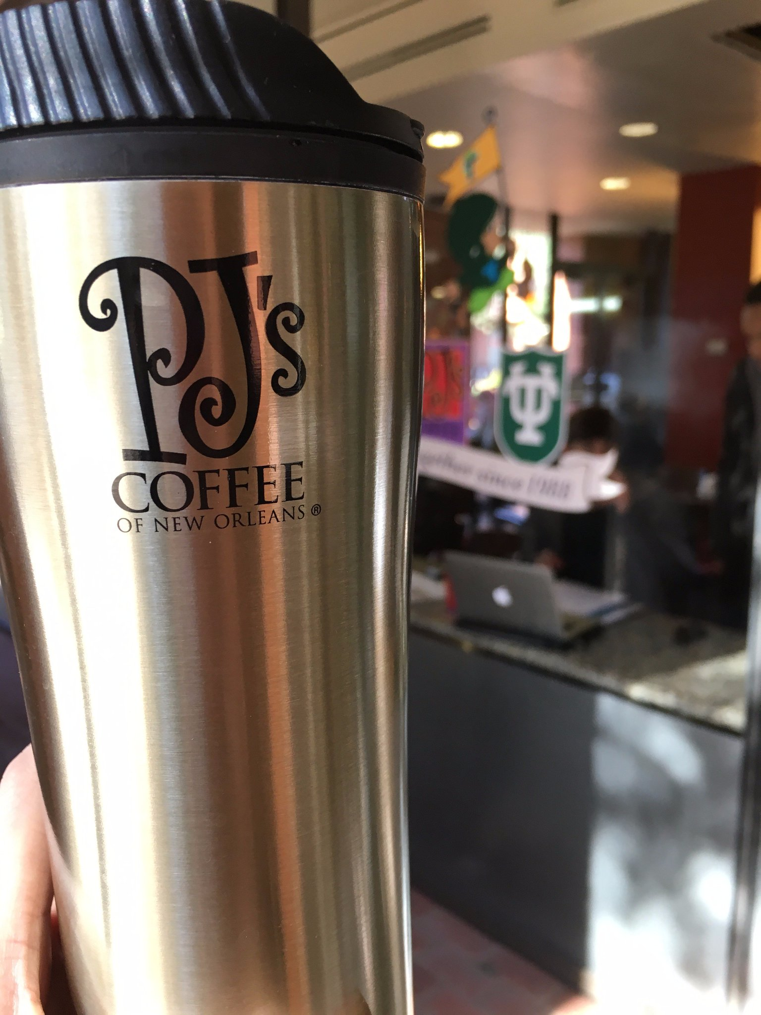 We reduce waste with reusable mugs for our @pjscoffee! @TulaneDining, how do you recycle or reduce waste? #TulaneRecycles @GreenTulane https://t.co/G5cr1jsnf4