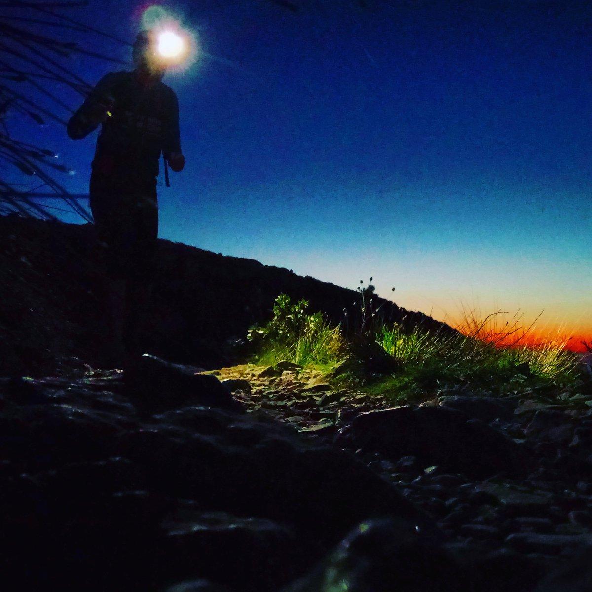 La nuit, un autre chemin commence... #trailrunning #trail #running<br>http://pic.twitter.com/LNsNeskgzl