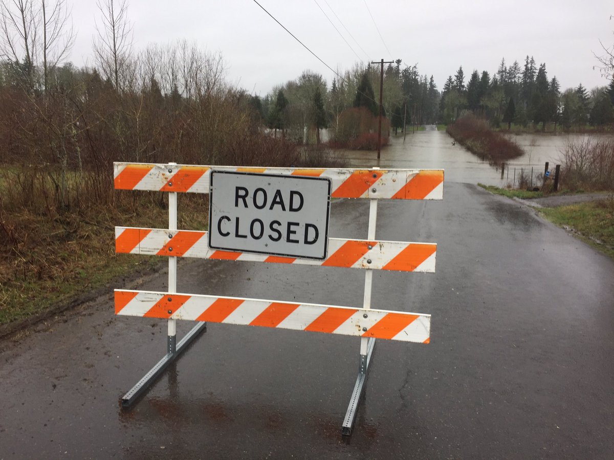 More pics of #flooding in Hillsboro at NW 334th Ave. #kgwnews #kgwweather <br>http://pic.twitter.com/2QhyruaOHF