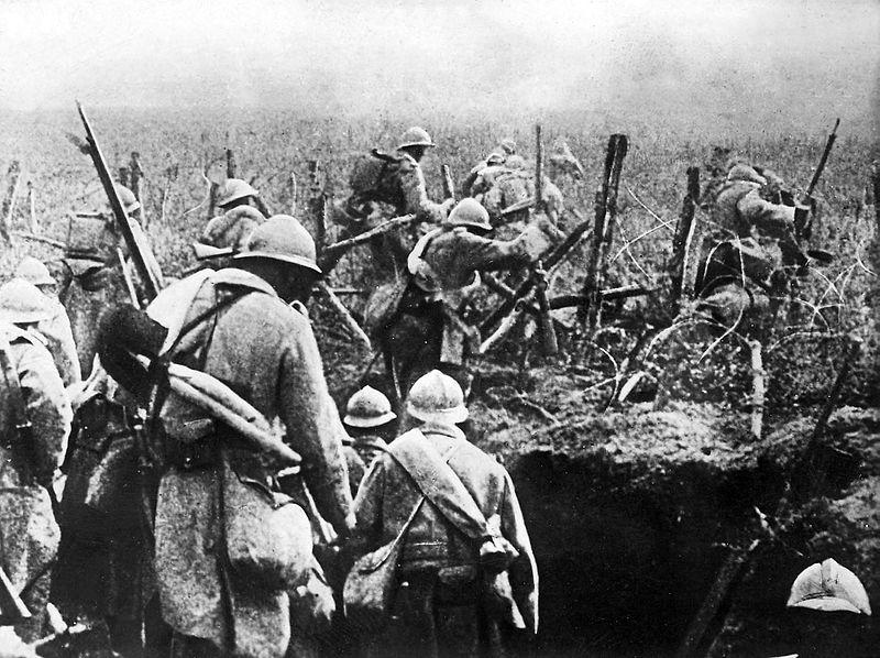 Le #21février 1916,il y a 101 ans,débute la Bataille de #Verdun.#Cejourlà,1million d&#39;obus allemands pilonnent les tranchées françaises.#1j1p<br>http://pic.twitter.com/In5whdHQzf
