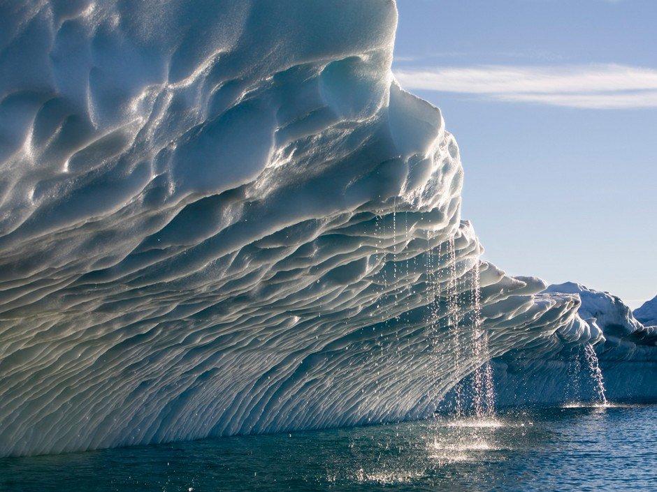 Alarmant! entre 2005 et 2015, la surface de fonte des glaciers canadiens a augmenté de 900%! #climat #polcan #GES   http:// ici.radio-canada.ca/nouvelle/10180 30/glaciers-canadiens-fondent-grande-vitesse &nbsp; … <br>http://pic.twitter.com/kGYZ8mUJCY